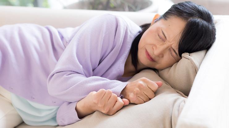睡眠不足は白髪の原因